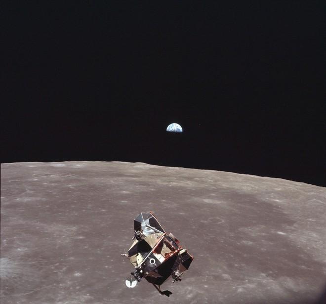 Bí mật cuộc đổ bộ Mặt Trăng đầu tiên của NASA: Kịch bản ám ảnh phi hành gia thứ 3 - Ảnh 1.