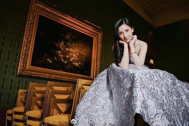 Từng định đi làm thêm để phụ giúp gia đình, cô gái bất ngờ phát hiện bố mình là CEO giàu sụ, còn mẹ là diễn viên TVB nổi tiếng - Ảnh 2.