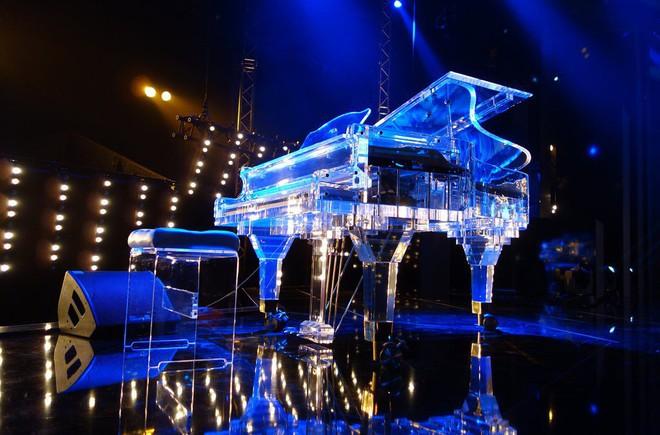 Miranda Kerr xuất hiện vui vẻ sau khi bị đòi chiếc piano do tỷ phú dùng hàng chục tỷ tiền tham nhũng mua tặng - Ảnh 4.
