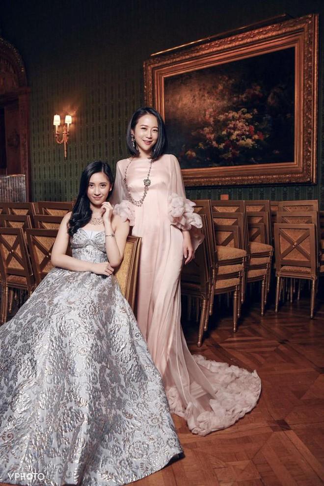 Từng định đi làm thêm để phụ giúp gia đình, cô gái bất ngờ phát hiện bố mình là CEO giàu sụ, còn mẹ là diễn viên TVB nổi tiếng - Ảnh 5.