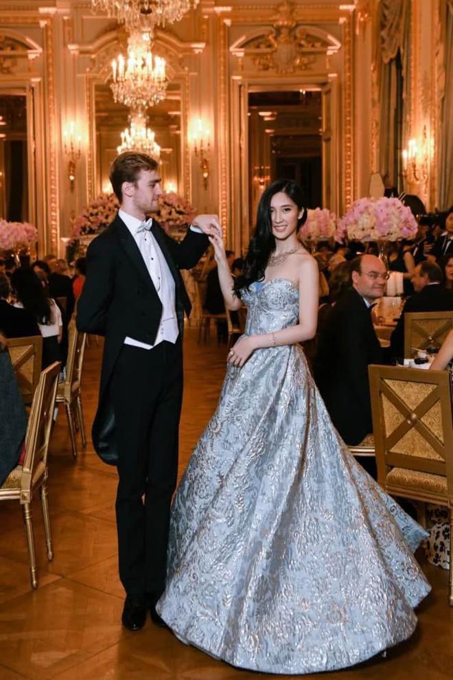 Từng định đi làm thêm để phụ giúp gia đình, cô gái bất ngờ phát hiện bố mình là CEO giàu sụ, còn mẹ là diễn viên TVB nổi tiếng - Ảnh 8.