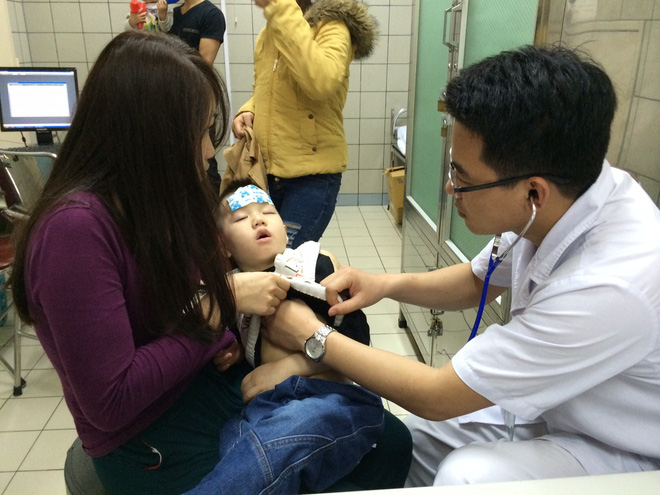 Bác sĩ bật mí bí kíp phòng bệnh đường hô hấp cho trẻ vào mùa đông - Ảnh 1.