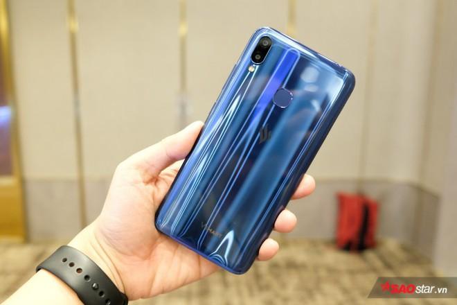 Trên tay Joy 1+ và Joy 1, hai chiếc smartphone ngon, bổ, rẻ của VSmart - Ảnh 1.