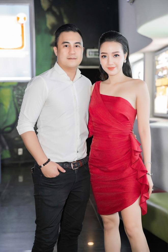 Băng Di và bạn trai đại gia chúc mừng Tronie, Kay Trần ra MV - Ảnh 9.