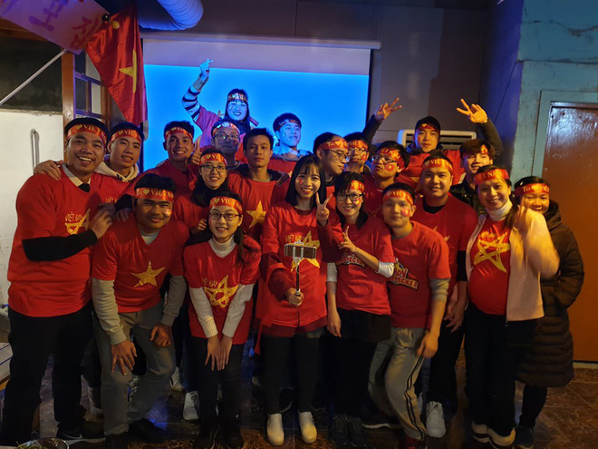 Người Việt Nam trên khắp năm châu mở hội, vỡ òa với khoảnh khắc chúng ta lên ngôi - Ảnh 1.
