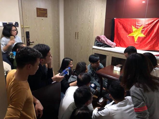 Người Việt Nam trên khắp năm châu mở hội, vỡ òa với khoảnh khắc chúng ta lên ngôi - Ảnh 10.