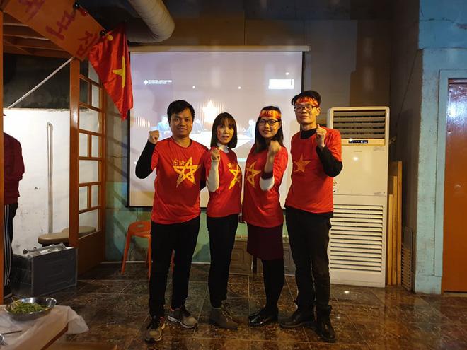 Người Việt Nam trên khắp năm châu mở hội, vỡ òa với khoảnh khắc chúng ta lên ngôi - Ảnh 8.