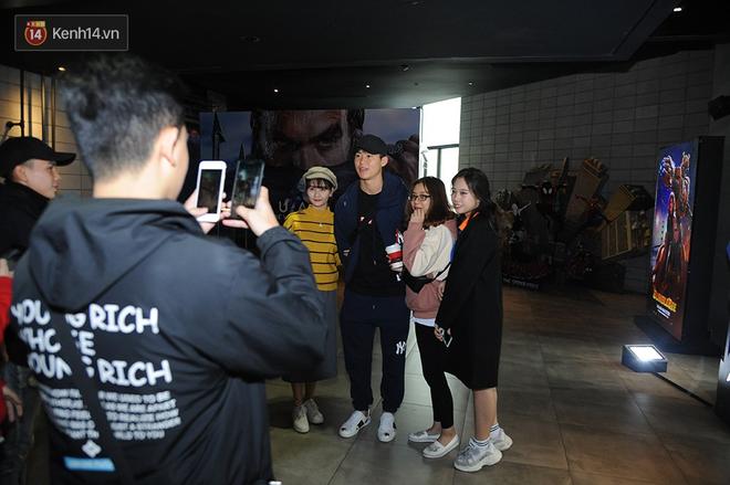 Bắt gặp Duy Mạnh tay trong tay đi xem phim với bạn gái sau khi lên ngôi vô địch AFF Cup - Ảnh 3.