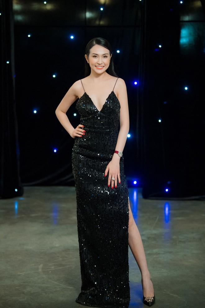 Vợ Tuấn Hưng - Hương Baby diện đầm sexy, cười rạng rỡ - Ảnh 8.