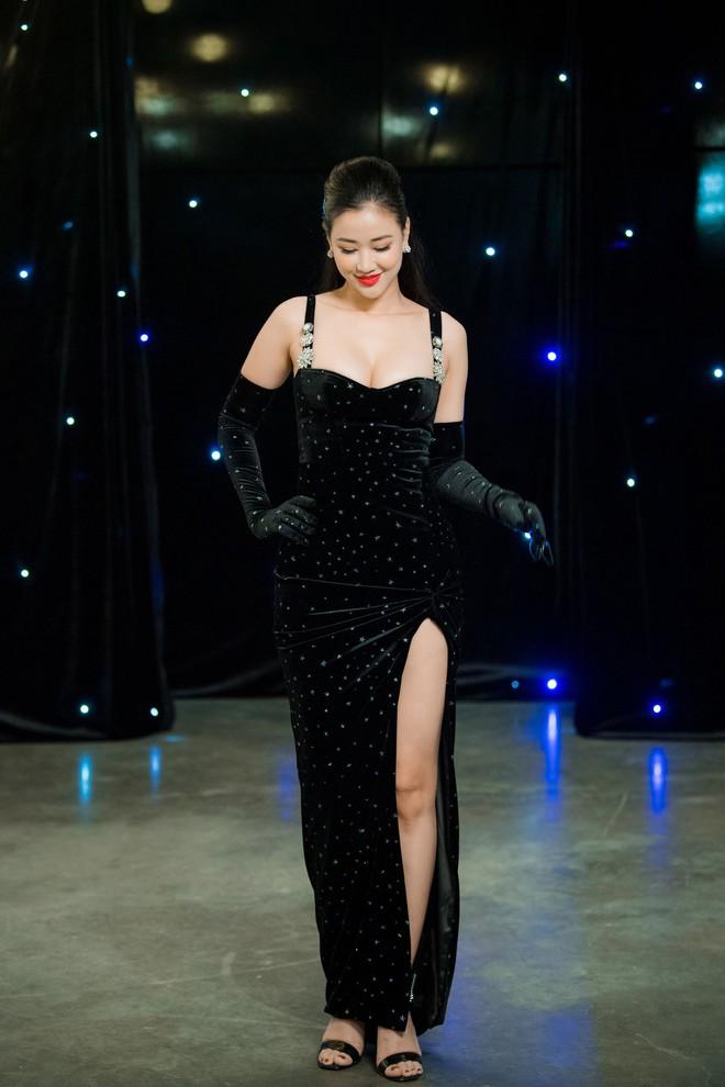 Vợ Tuấn Hưng - Hương Baby diện đầm sexy, cười rạng rỡ - Ảnh 6.