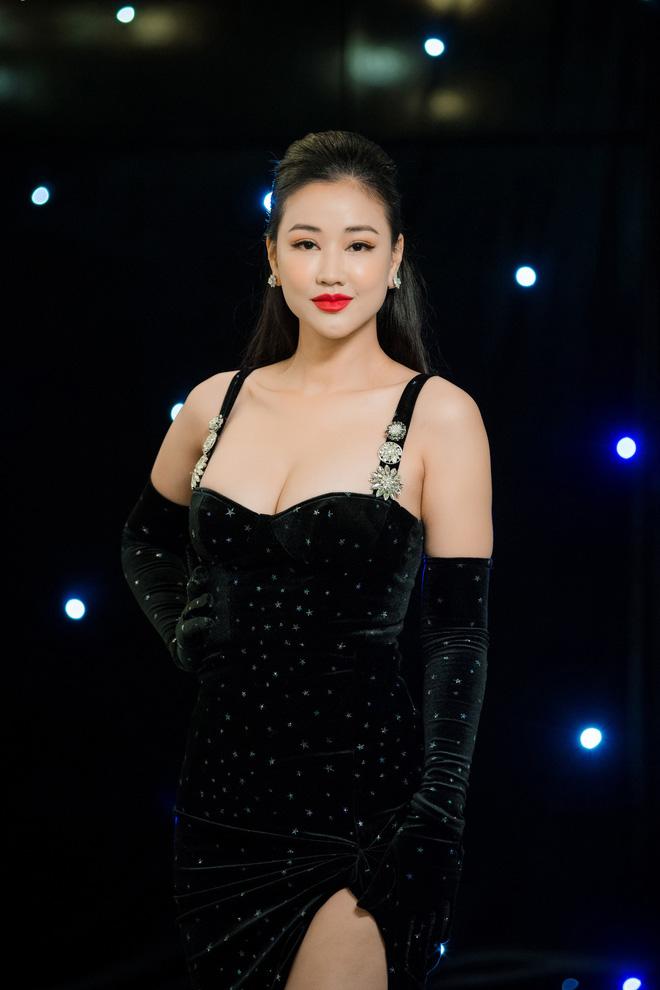 Vợ Tuấn Hưng - Hương Baby diện đầm sexy, cười rạng rỡ - Ảnh 7.