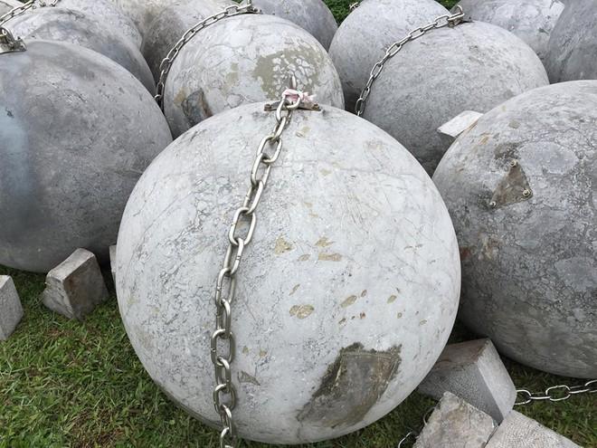 Cận cảnh 40 quả bóng xích sân Mỹ Đình chưa rõ số phận sau khi đội tuyển Việt Nam vô địch - Ảnh 6.