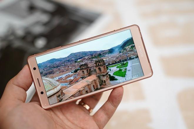 Top 5 smartphone bị nhìn nửa con mắt, đánh giá thấp và đáng tiếc nhất năm 2018 - Ảnh 4.