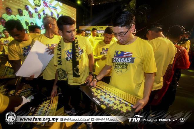 Thất bại trước Việt Nam, đội tuyển Malaysia vẫn được chào đón như những người hùng khi về nước - Ảnh 10.