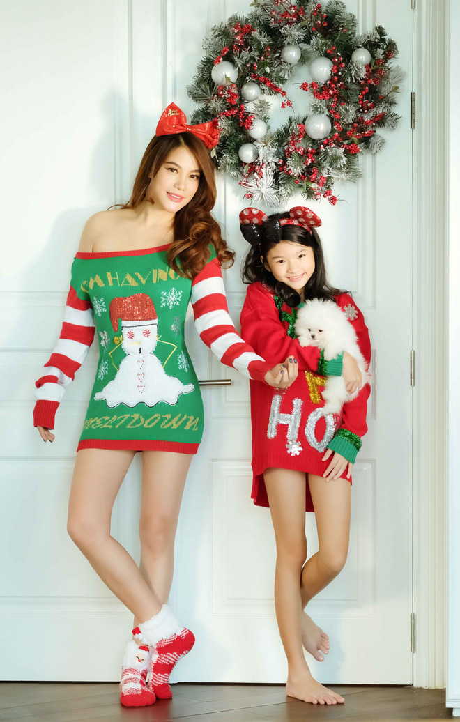 Trương Ngọc Ánh khoe vai trần, chân thon trong bộ hình Giáng sinh cùng con gái - Ảnh 7.