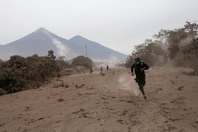 5 vụ núi lửa phun trào kinh khủng nhất năm 2018: đầy tàn nhẫn nhưng cũng đẹp diệu kỳ - Ảnh 4.