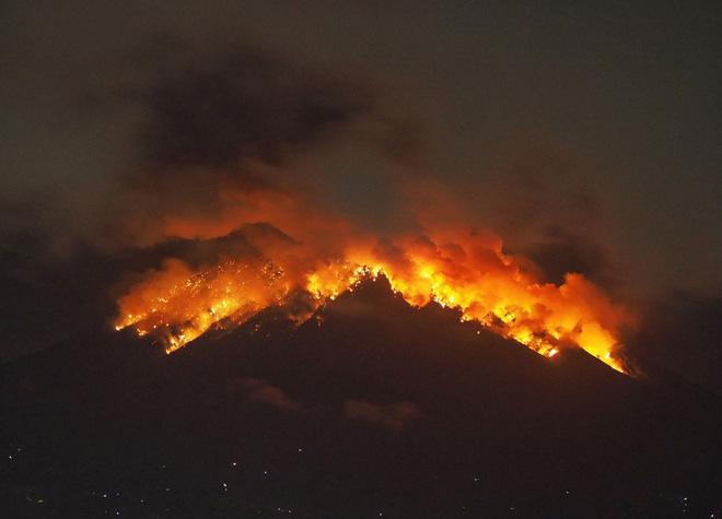 5 vụ núi lửa phun trào kinh khủng nhất năm 2018: đầy tàn nhẫn nhưng cũng đẹp diệu kỳ - Ảnh 6.