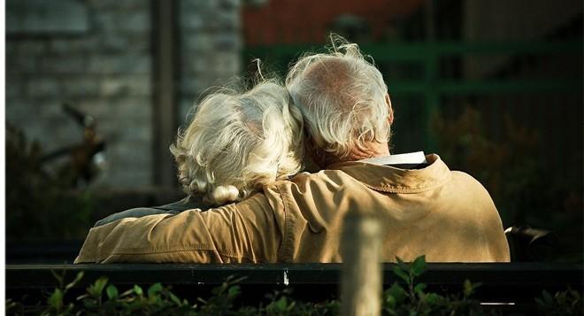 Nếu đã bước qua tuổi 50, có 4 việc chỉ cần chú ý là có thể sống vui vẻ an nhiên - Ảnh 3.