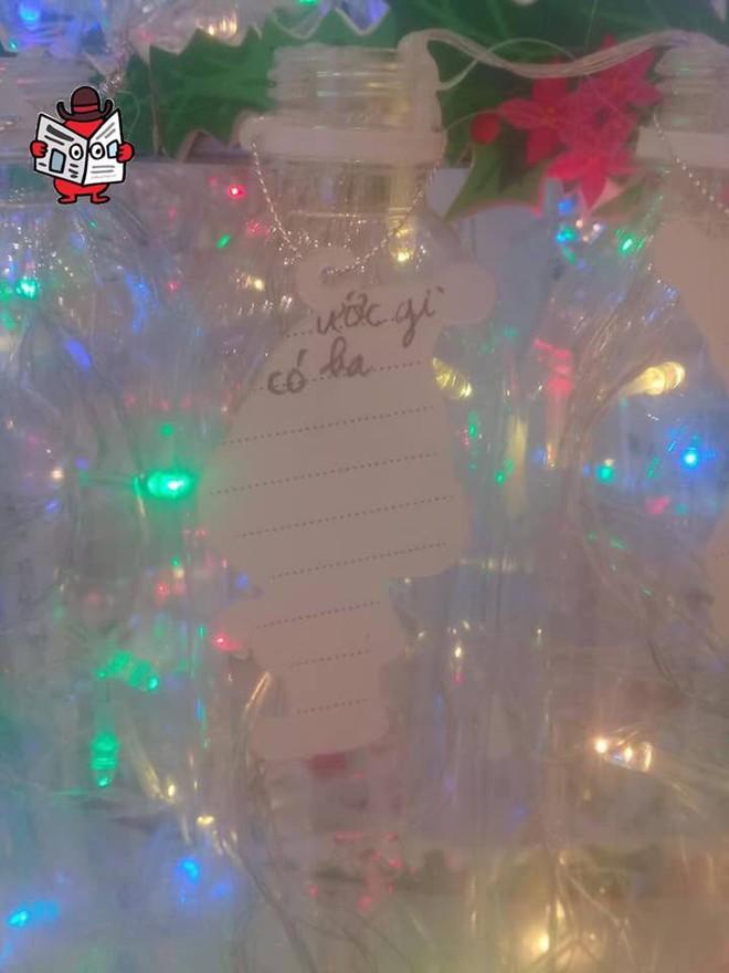 Những điều ước em nhỏ viết trên cây thông Noel khiến tất cả lặng người - Ảnh 2.