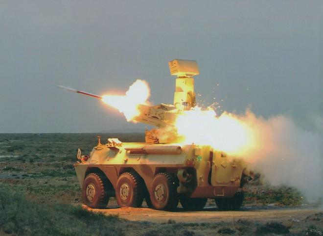 Bất ngờ với nhiều vũ khí hiện đại của Quân đội Lào sẵn sàng duyệt binh - Ảnh 2.