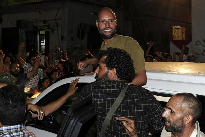 Libya sôi sục trước thềm bầu cử: Hoang tàn vì Gaddafi, nhưng sẽ hùng mạnh trở lại nhờ Gaddafi? - Ảnh 2.
