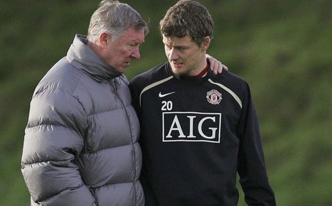 """Chính thức: """"Sát thủ có gương mặt trẻ thơ"""" thay Mourinho trục vớt """"con tàu đắm"""" Man United"""