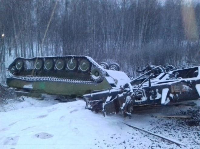 Nga nhận tin xấu: Tàu hỏa chở rất nhiều vũ khí bị lật nhào giữa lúc căng thẳng với Ukraine - Ảnh 2.