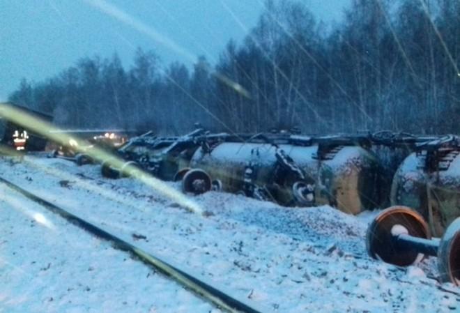 Nga nhận tin xấu: Tàu hỏa chở rất nhiều vũ khí bị lật nhào giữa lúc căng thẳng với Ukraine - Ảnh 4.