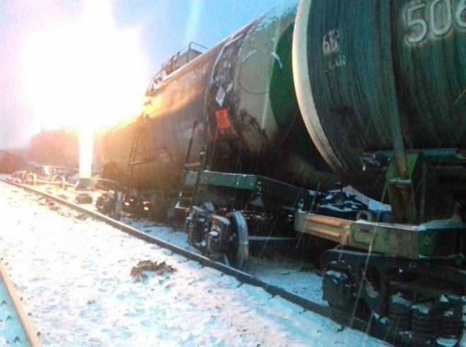 Nga nhận tin xấu: Tàu hỏa chở rất nhiều vũ khí bị lật nhào giữa lúc căng thẳng với Ukraine - Ảnh 3.