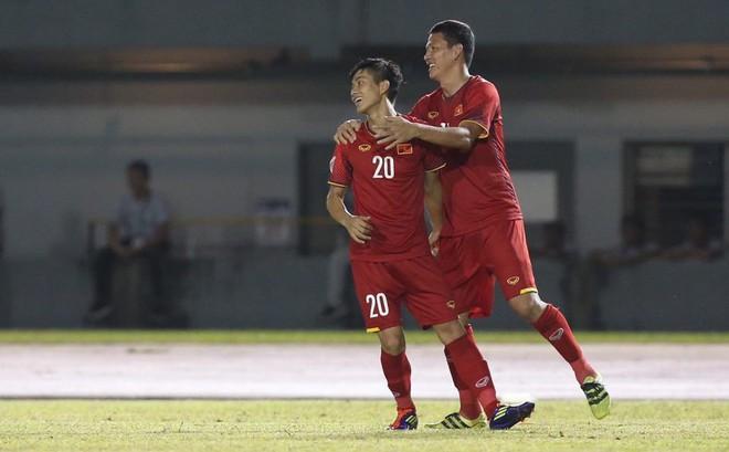 """Philippines 1-2 Việt Nam: """"Song Đức"""" đưa Việt Nam đến chiến thắng"""