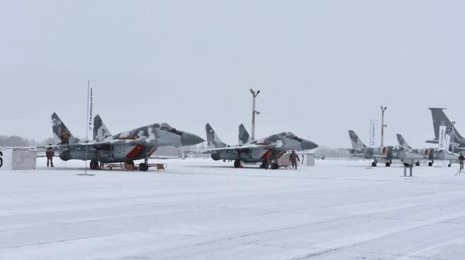 Ukraine dốc toàn lực không quân, MiG-29, Su-27 vào trực chiến: Quyết đối đầu với Nga? - Ảnh 2.