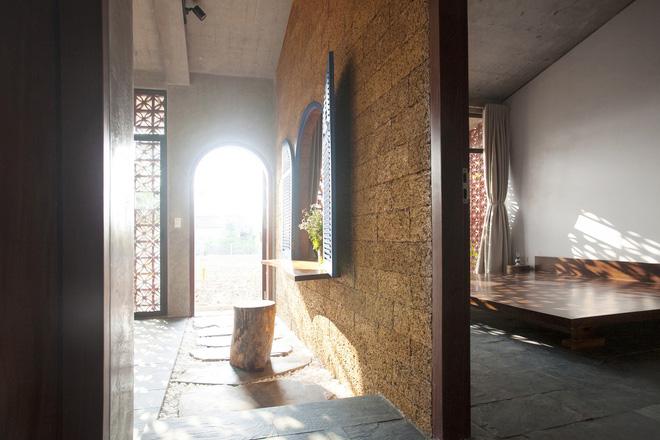 Căn nhà nắng chiếu khắp phòng tại Nam Định đẹp lung linh trên báo ngoại - Ảnh 14.