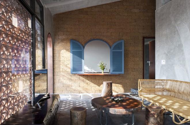 Căn nhà nắng chiếu khắp phòng tại Nam Định đẹp lung linh trên báo ngoại - Ảnh 4.