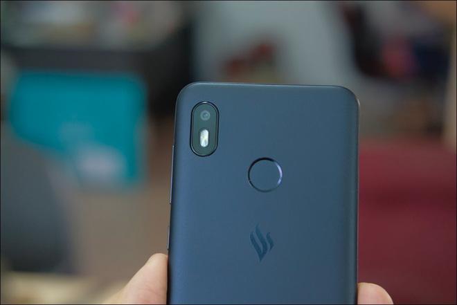 Mở hộp Vsmart Joy 1, smartphone rẻ nhất của Vinsmart - Ảnh 3.