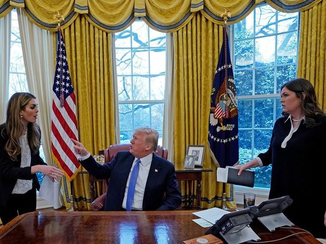 Nhiếp ảnh gia tiết lộ về bí mật đằng sau 17 bức ảnh lạ về Tổng thống Trump - Ảnh 2.
