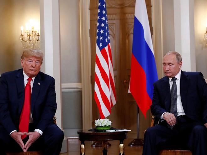 Nhiếp ảnh gia tiết lộ về bí mật đằng sau 17 bức ảnh lạ về Tổng thống Trump - Ảnh 10.
