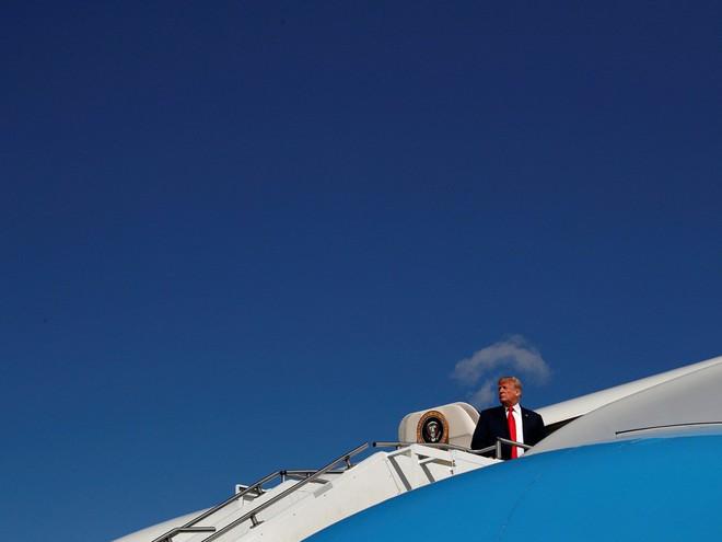 Nhiếp ảnh gia tiết lộ về bí mật đằng sau 17 bức ảnh lạ về Tổng thống Trump - Ảnh 11.