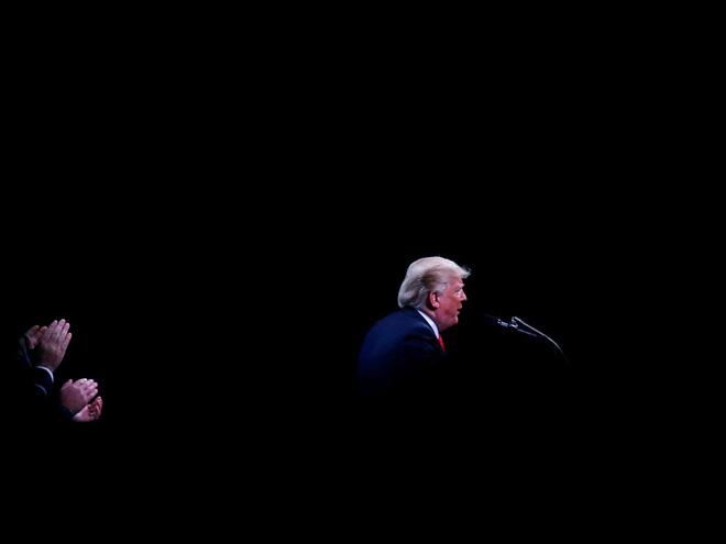 Nhiếp ảnh gia tiết lộ về bí mật đằng sau 17 bức ảnh lạ về Tổng thống Trump - Ảnh 16.