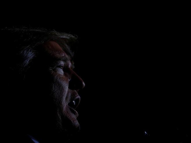 Nhiếp ảnh gia tiết lộ về bí mật đằng sau 17 bức ảnh lạ về Tổng thống Trump - Ảnh 17.