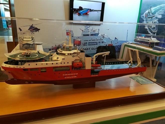 Tàu tuần tra cỡ lớn Made in Vietnam tả xung hữu đột: Thần tốc tiến ra nước ngoài - Ảnh 1.