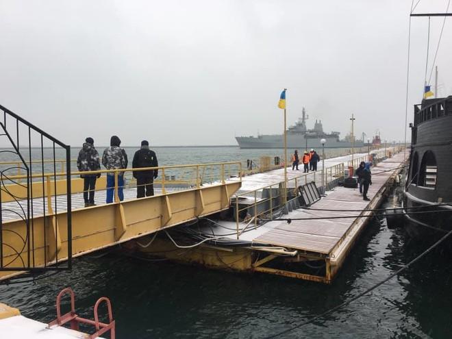 Ukraine lật bài ngửa: Va chạm với tàu Nga chưa đủ, ông Poroshenko còn muốn thấy tàu chìm? - Ảnh 2.