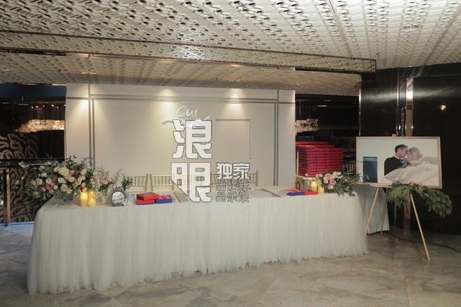 Hé lộ toàn cảnh lễ đường tràn ngập hoa tươi tại khách sạn 5 sao trước giờ G của Chung Hân Đồng - Ảnh 1.
