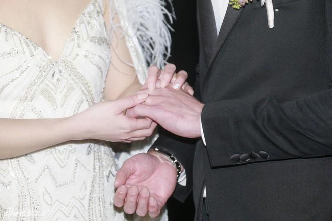 Đám cưới hoành tráng của Chung Hân Đồng: Ông trùm showbiz Hong Kong, con gái tài phiệt Macau cùng dàn sao hạng A tề tựu đông đủ - Ảnh 11.