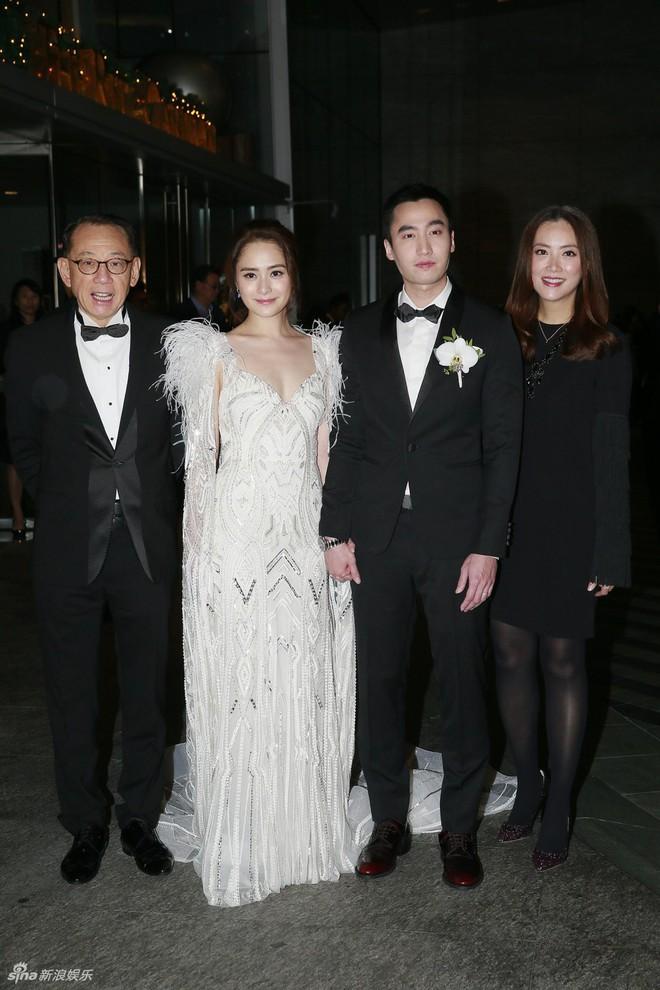 Đám cưới hoành tráng của Chung Hân Đồng: Ông trùm showbiz Hong Kong, con gái tài phiệt Macau cùng dàn sao hạng A tề tựu đông đủ - Ảnh 13.