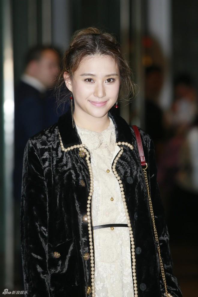 Đám cưới hoành tráng của Chung Hân Đồng: Ông trùm showbiz Hong Kong, con gái tài phiệt Macau cùng dàn sao hạng A tề tựu đông đủ - Ảnh 14.