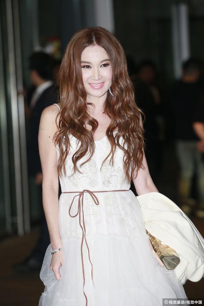 Đám cưới hoành tráng của Chung Hân Đồng: Ông trùm showbiz Hong Kong, con gái tài phiệt Macau cùng dàn sao hạng A tề tựu đông đủ - Ảnh 23.