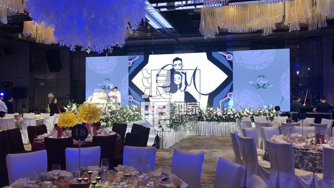 Hé lộ toàn cảnh lễ đường tràn ngập hoa tươi tại khách sạn 5 sao trước giờ G của Chung Hân Đồng - Ảnh 7.