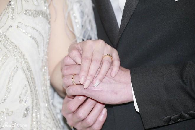 Đám cưới hoành tráng của Chung Hân Đồng: Ông trùm showbiz Hong Kong, con gái tài phiệt Macau cùng dàn sao hạng A tề tựu đông đủ - Ảnh 10.
