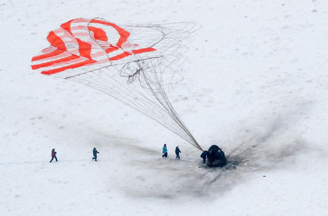 7 ngày qua ảnh: Trung Quốc khoét núi để tạc tượng sư tử khổng lồ - Ảnh 4.