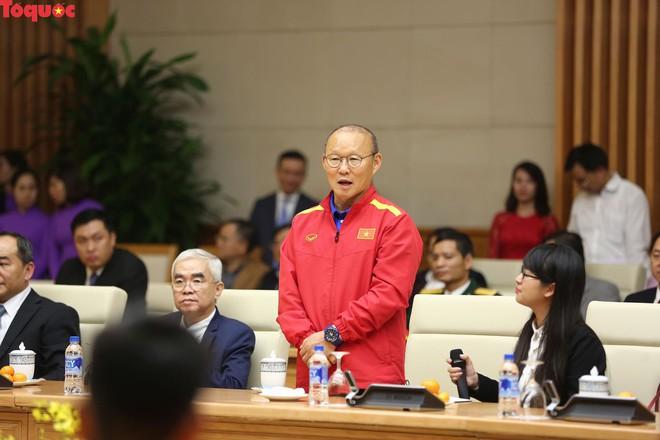 Thủ tướng Nguyễn Xuân Phúc gặp mặt Đội tuyển bóng đá Việt Nam - Ảnh 4.